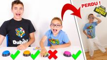 Don't Push The Wrong Button Challenge !!! - Ne jamais appuyer sur le mauvais bouton...