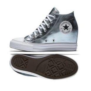 Les sneakers compensées bleu métallisé Converse de Sofia Vergara ...