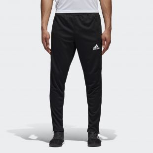 Le survêtement noir Adidas de Thomas Lémar au stade sur un