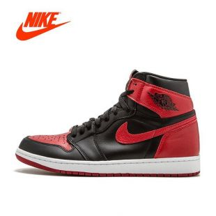 Sneakers red Nike Air Jordan 1 Banned youtubeur Tony D on