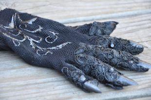 Réalisé sur commande, la réplique de la comtesse gant, American Horror Story noir,