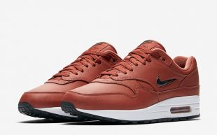 NIKE AM1 JEWEL « DUSTY PEACH »