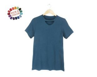 Taille S 3XL trou de serrure Tee   Cut Out T shirt, Tshirt coupe Loose, tour de cou haut en turquoise profond ou choisissez une couleur personnalisée   femme