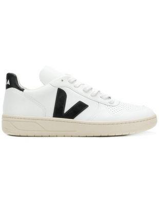 Sneakers Veja worn by @cocobeautea on his account Instagram