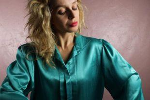 Chemisier en satin 1980 ' s Turquoise vert moyen SM aile col plissé chemisier ajusté à manches longues Top chemise moderne Minimal Vintage élégant