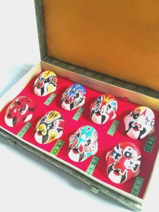 Vintage chinois Beijing Opera maquillage pour le visage argile masque dans boîte de présentation en soie
