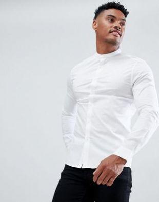 Chemise blanche à col grand-père portée par John Pilgrim
