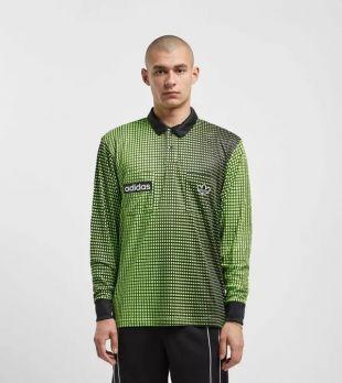 Le maillot Adidas Originals vert porté par Zola sur son