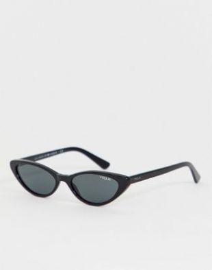 Les lunettes de soleil yeux de chat noires de Caroline