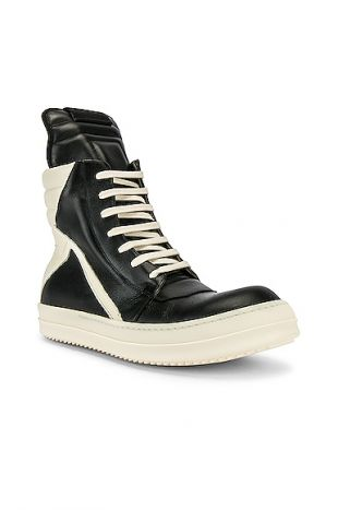 Geobasket Sneakers in Black & Milk