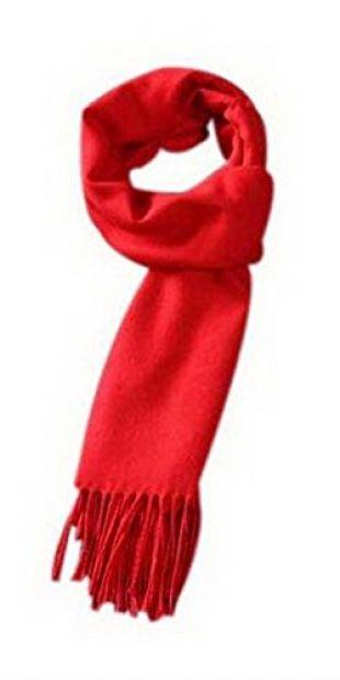 Foulard rouge porté par Annika sur @annikaollila | Spotern