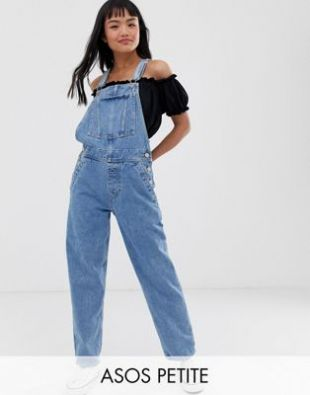 The dungarees in jean delavé worn by Paige Spara on the