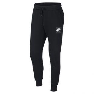 La veste de survêtement Nike Air blanche et noire portée par