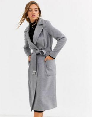Manteau long avec boutons sur le côté