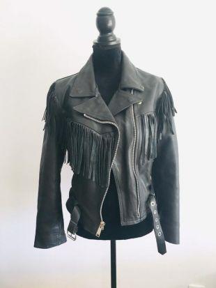 DOLLAR 70-80's- Blouson cuir noir à franges #perfecto #rock, coupe cintrée et ceinturée, très féminin pour jouer les bad girls!!