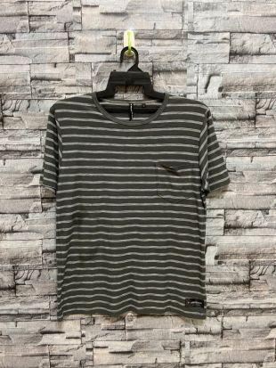 vintage Airwalk t shirt rayure streetwear. taille de t-shirt vintage L ajustement M gris foncé