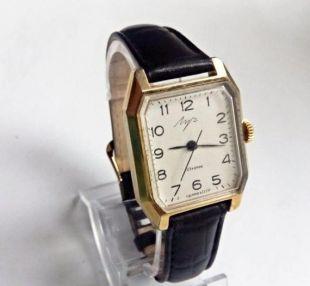 """montre de femme de cru """"Luch"""" , faite en URSS, montre soviet, montre rétro, montre de poignet, montre mécanique, montre de travail, vieille montre, montre russe, montre russe"""