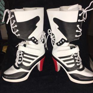 terraza Adaptado Buscar a tientas  Adidas x Jeremy Scott High heels worn by Harley Quinn (Margot Robbie) in  Suicide Squad | Spotern