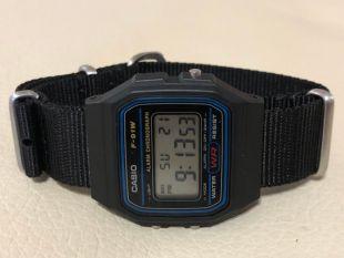 Casio noir sur noir bracelet NATO