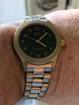 vintage Gold Toned ACQUA BY TIMEX Quartz Mans Watch Working.