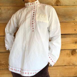 Upcycled brodé à la main garniture russe tunique tunique haut de fixation latérale début des années 1900 patché grand