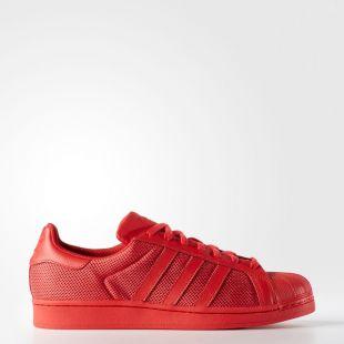 Les chaussures Adidas Superstar dans le clip La débauche de