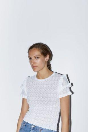 Zara White Top Worn By Wesley Nasim Pedrad In Desperados Spotern