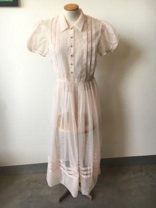 Robe pure rose des années 1950