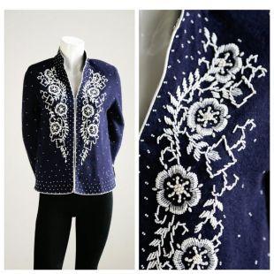 50's Floral Embroidered Peraded Wool Cardigan (fr) Pull Cardigan perlé embelli (fr) Pull en laine perlée (fr) Top de cardigan perlé de sequin noir
