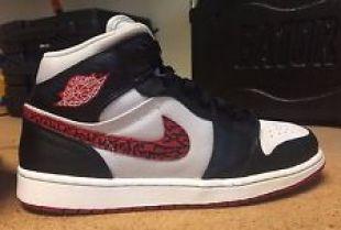 Les baskets Nike Air Jordan Retro 1 Phat dans le clip On