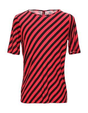 T-shirt rayé noir et rouge en diagonal
