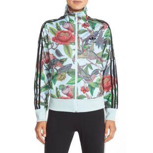 La veste Adidas fleurie de Nawell Madani