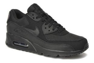 The pair of Nike Air Max of Paul Kersey (Brice Willis) in