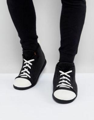 ASOS   Chaussons style baskets   Noir et blanc at asos.com