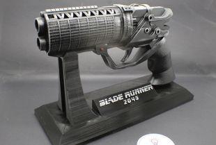 Pistolet Blaster agent K avec support personnalisé inspiré par Blade Runner 2049 du film
