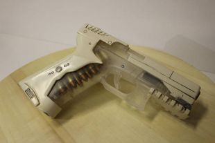 The Replica Of The Gun Thermoptic Of Major Motoko Kusanagi Scarlett Johansson In Ghost In The Shell Spotern