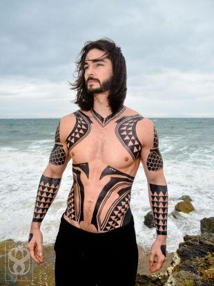 Aquamans Jason Momoa Cosplay Tattoos In Aquaman Spotern