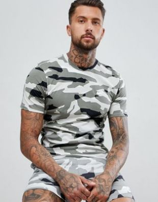 Nike   T shirt à imprimé camouflage   Gris AJ6631 133 at asos.com