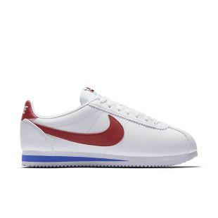 La paire de Nike Air Force One blanche portée par Shahd