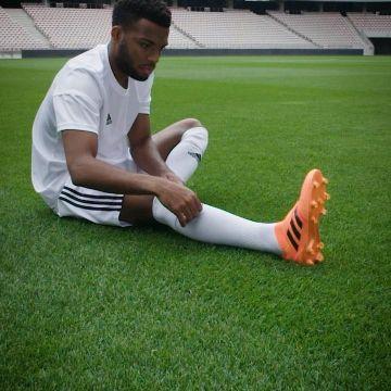Un Le Noir Ses Thomas Lémar Sur Au Survêtement Adidas De Stade DH29WIeYE