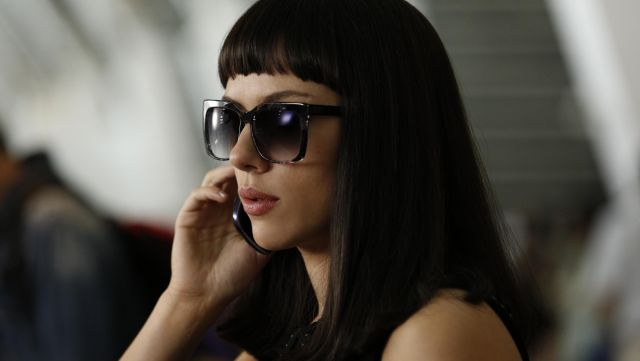 The sunglasses Lucy (Scarlett Johansson) in Lucy