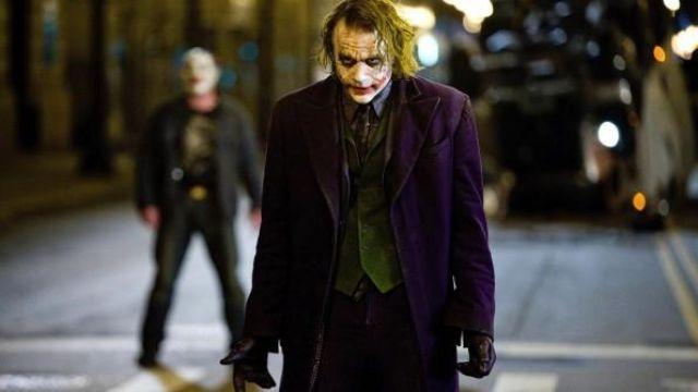 The waterproof purple of the Joker (Heath Ledger) in The Dark Knight : The black knight