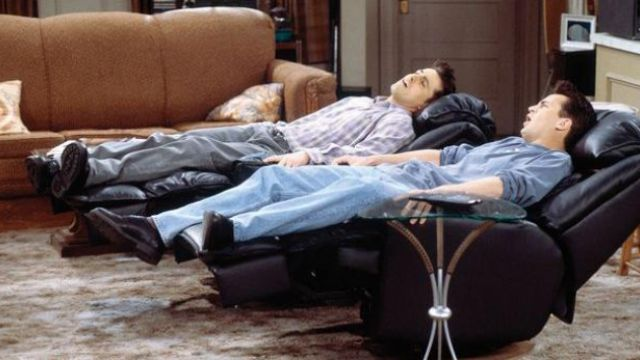 The chairs Barcalounger Joey and Chandler in Friends