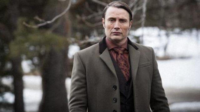 Le manteau Burberry du Dr. Hannibal Lecter (Mads Mikkelsen) dans Hannibal