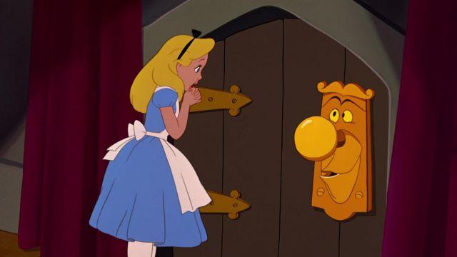 La poignée de porte qui parle dans Alice au pays des merveilles