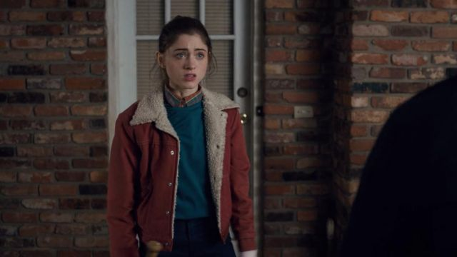 The jacket of Nancy Wheeler (Natalia Dyer) in Stranger Things S01E05