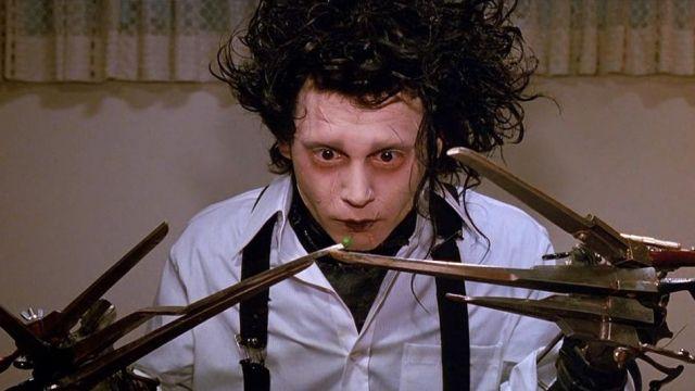 The replica of the hands scissors Edward Scissorhands (Johnny Depp) in Edward scissorhands