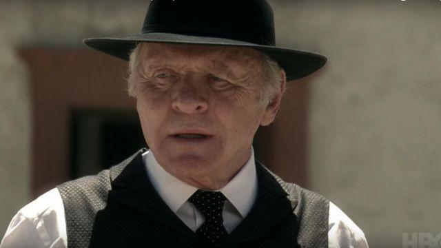 La cravate noire à pois du Dr. Robert Ford (Anthony Hopkins) dans Westworld