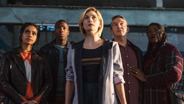 T-Shirt rayé porté par la 13e Médecin (Jodie Whittaker) comme vu dans Doctor Who (S11E01)