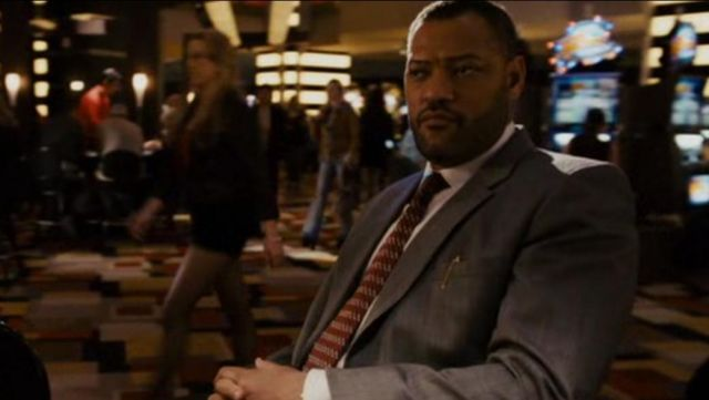 La veste de costume grise de Cole Williams (Laurence Fishburne) dans Las Vegas 21